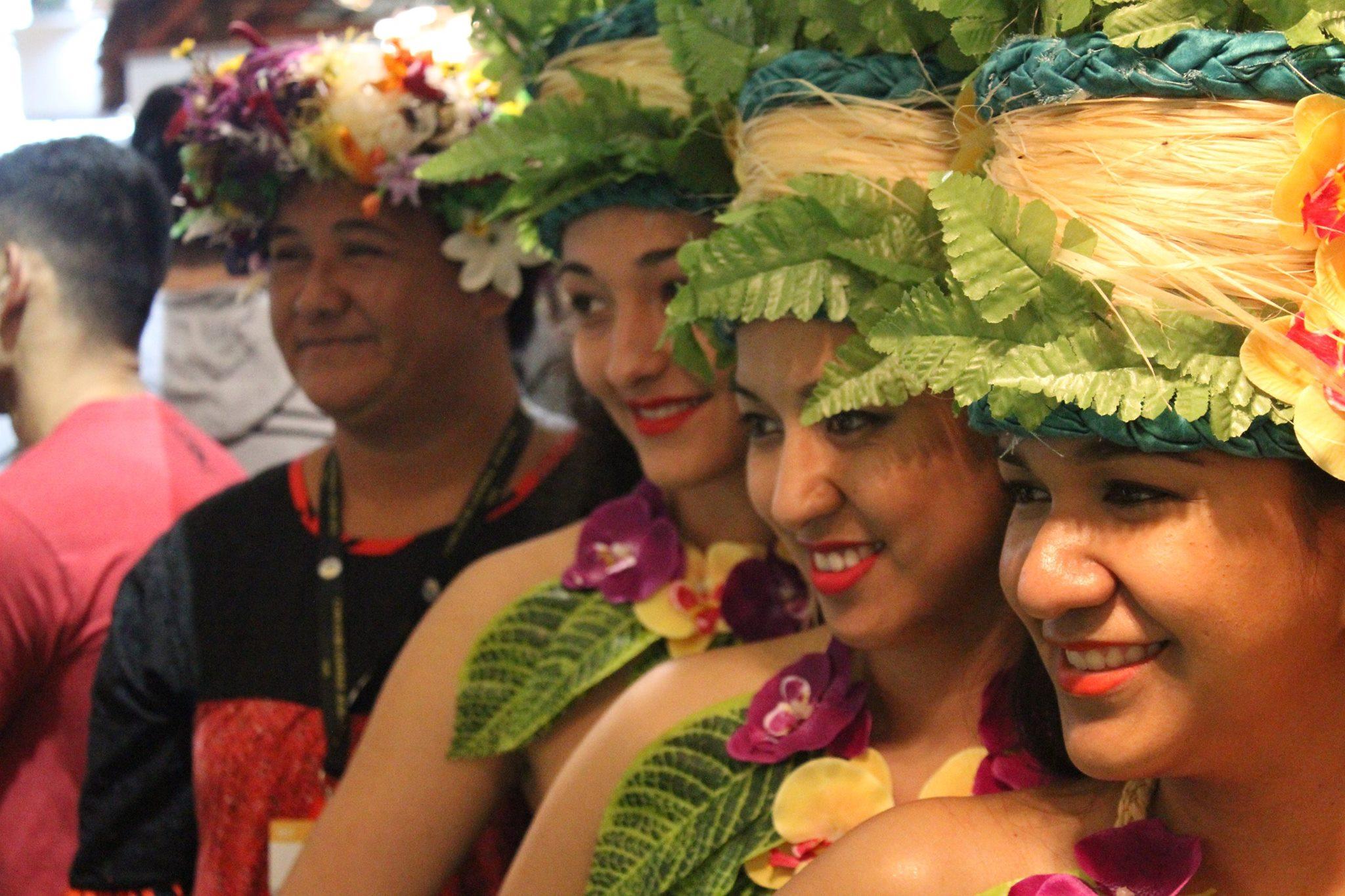 Heia Teina élue de la Chambre avec les danseuses